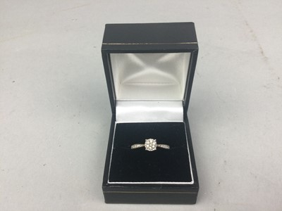 Lot 78 - A DIAMOND CLUSTER RING