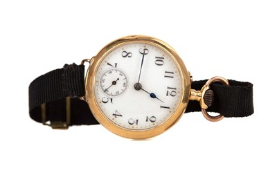Lot 712 - A LADY'S GOLD CASED OPEN FACE CONVERTED FOB WATCH