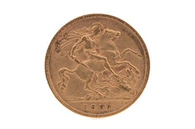 Lot 9 - AN EDWARD VII GOLD HALF SOVEREIGN DATED 1907