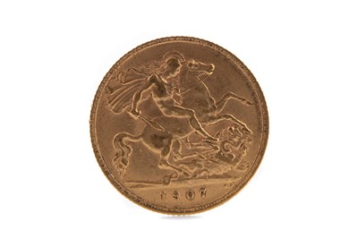 Lot 10 - AN EDWARD VII GOLD HALF SOVEREIGN DATED 1907
