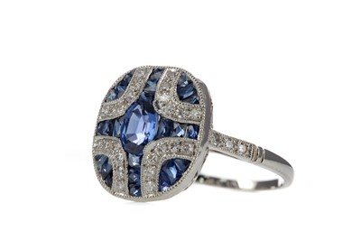 Lot 1389 - A SAPPHIRE AND DIAMOND RING