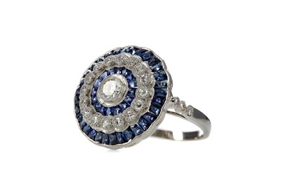Lot 1395 - A SAPPHIRE AND DIAMOND RING