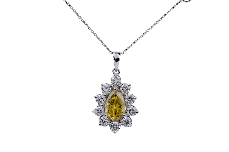 Lot 852 - A CERTIFICATED TREATED DIAMOND PENDANT