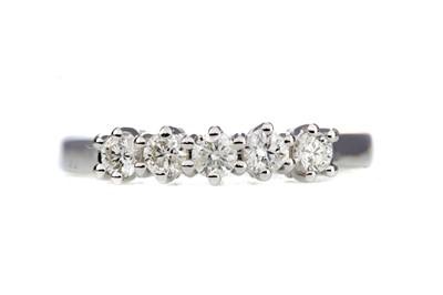 Lot 853 - A DIAMOND FIVE STONE RING