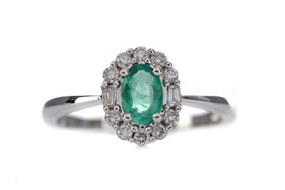 Lot 860 - A CERTIFICATED EMERALD AND DIAMOND RING