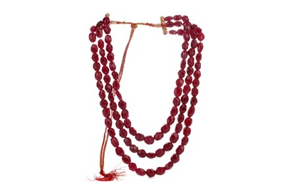 Lot 864 - A RUBY BEAD NECKLACE