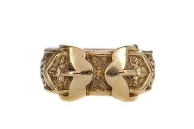 Lot 1432 - A DOUBLE BUCKLE RING