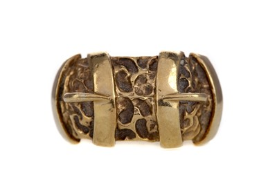 Lot 1442 - A GOLD DOUBLE BUCKLE RING