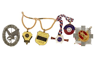 Lot 1704 - A ROYAL SCOTS CAP BADGE, ALONG WITH OTHER BADGES