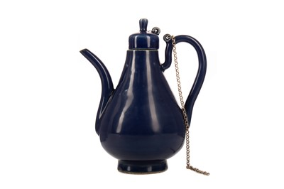 Lot 1639 - AN EARLY 20TH CENTURY CHINESE MONOCHROME WINE POT