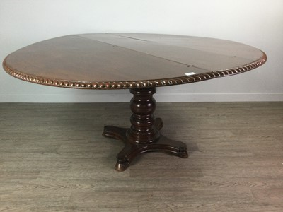 Lot 1685 - AN EARLY VICTORIAN MAHOGANY CIRCULAR DINING TABLE