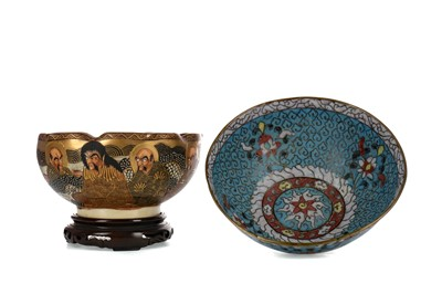 Lot 699 - AN EARLY 20TH CENTURY JAPANESE SATSUMA BOWL AND A CHINESE CLOISONNE BOWL