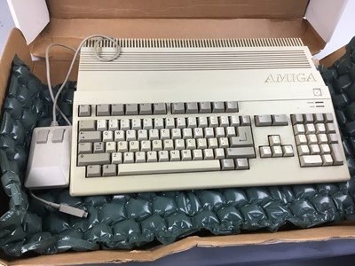 Lot 21 - A COMMODORE AMIGA AND TWO BOXES OF SLIDES WITH BOOKS