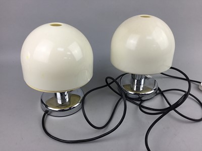 Lot 31 - A PAIR OF TABLE LAMPS