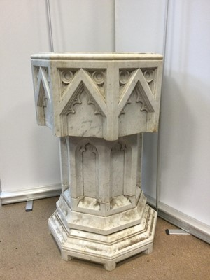 Lot 1719 - AN EARLY 20TH CENTURY MARBLE FONT