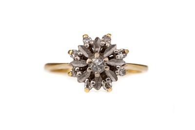 Lot 302 - A DIAMOND FLOWER RING