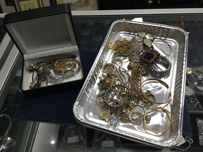 Lot 50 - A COLLECTION OF COSTUME JEWELLERY AND WATCHES