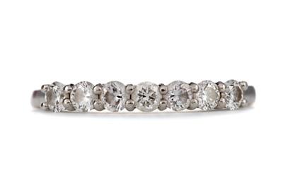 Lot 380 - DIAMOND SEVEN STONE RING