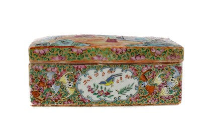 Lot 667 - AN EARLY 20TH CENTURY CHINESE FAMILLE ROSE SCRIBE'S BOX