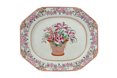 Lot 668 - A 19TH CENTURY CHINESE FAMILLE ROSE SERVING DISH