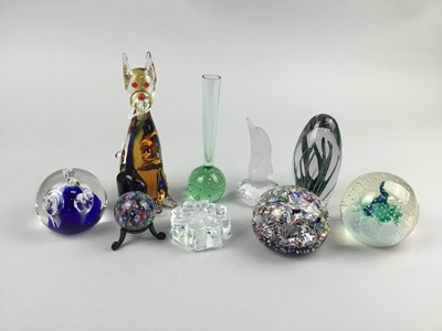 Lot 72 - A LOT OF GLASS PAPERWEIGHTS