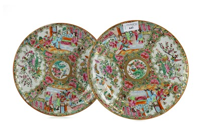 Lot 643 - A PAIR OF EARLY 20TH CENTURY CHINESE CANTON FAMILLE ROSE PLATES