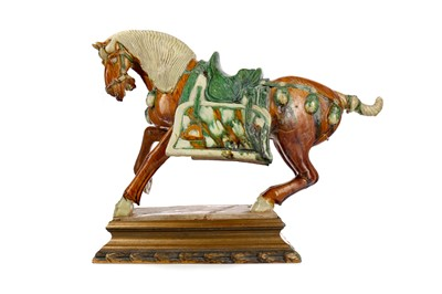 Lot 636 - A 20TH CENTURY CHINESE TANG DYNASTY STYLE HORSE