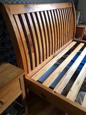 Lot 7 - A KING SIZE SLEIGH BED FRAME