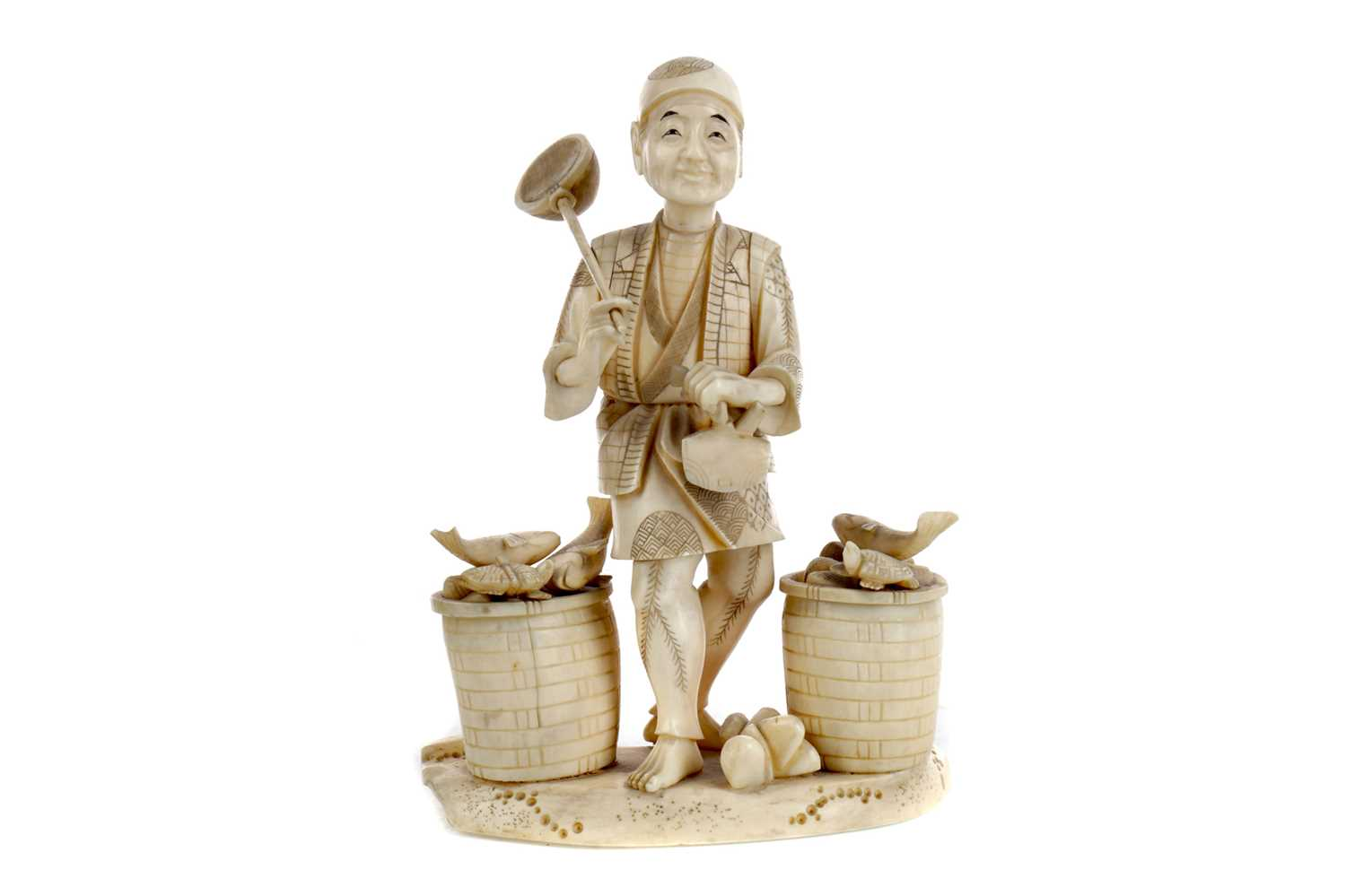 Lot 627 - A JAPANESE IVORY CARVING