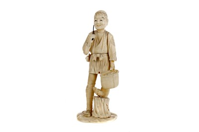 Lot 626 - A JAPANESE IVORY CARVING