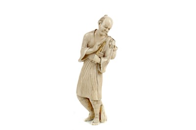 Lot 624 - AN EARLY 20TH CENTURY JAPANESE IVORY CARVING