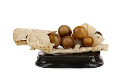 Lot 621 - A LATE 19TH EARLY 20TH CENTURY JAPANESE IVORY CARVING