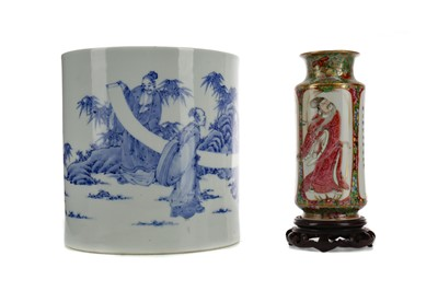 Lot 616 - AN EARLY 20TH CENTURY CHINESE FAMILLE ROSE VASE AND A BLUE AND WHITE JAR