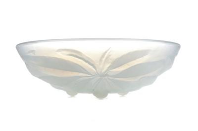 Lot 1110 - AN ART DECO G.VALLON OPALESCENT GLASS BOWL