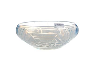 Lot 1111 - AN ART DECO OPALESCENT GLASS BOWL
