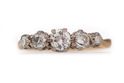 Lot 308 - A DIAMOND FIVE STONE RING