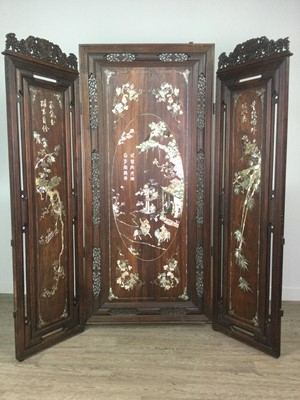Lot 602 - AN EARLY 20TH CENTURY CHINESE HARDWOOD DRESSING SCREEN