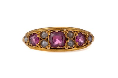 Lot 348 - AN AMETHYST AND PEARL RING
