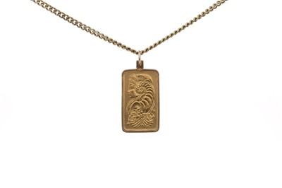 Lot 339 - A GOLD INGOT PENDANT