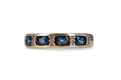Lot 360 - A SAPPHIRE AND DIAMOND RING