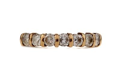 Lot 364 - A DIAMOND SEVEN STONE RING