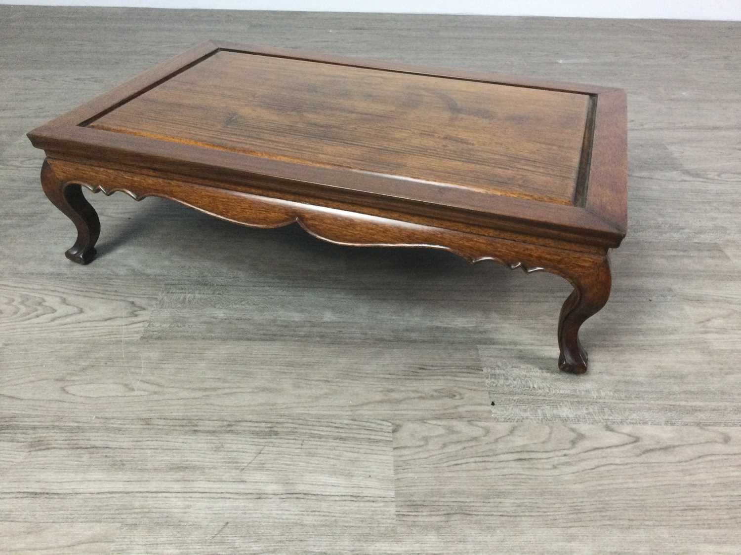 Lot 1613 - A CHINESE LOW TABLE