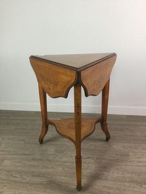 Lot 1747 - AN EARLY 20TH CENTURY INLAID TREFOIL TEA TABLE