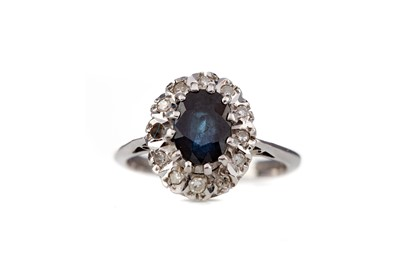 Lot 418 - A PARTIAL SAPPHIRE AND DIAMOND CLUSTER RING