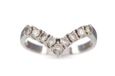Lot 424 - A DIAMOND WISHBONE RING
