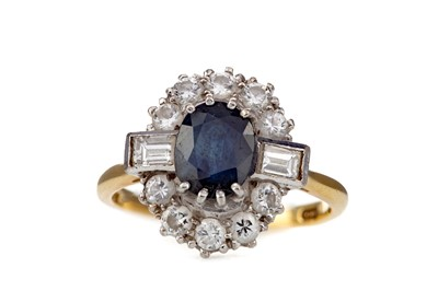 Lot 430 - A SAPPHIRE AND DIAMOND RING
