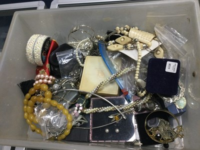 Lot 70A - A COLLECTION OF COSTUME JEWELLERY