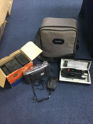Lot 31 - A LOT OF CAMERAS AND ACCESSORIES