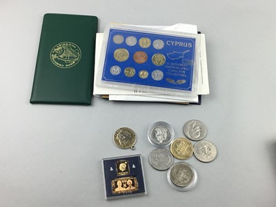 Lot 34 - A LOT OF UK AND WORLD COINS
