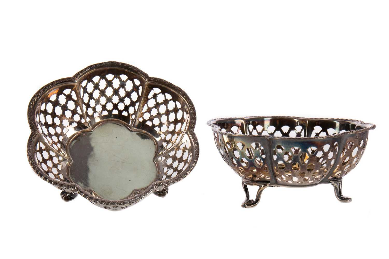 Lot 408 - A PAIR OF GEORGE V SILVER BONBON DISHES AND AN ASHTRAY